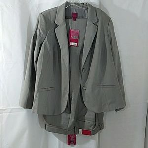 212 Collection Woman Curvy Fit Size 24W. NWT